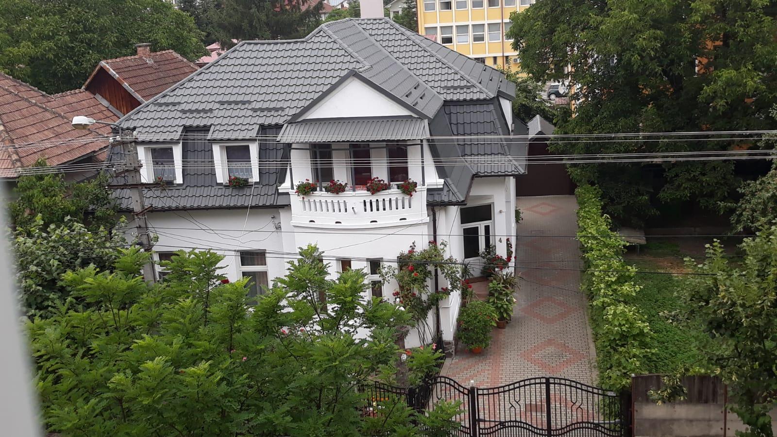 Casa individuala , situata pe strada Nicolae Balcescu !