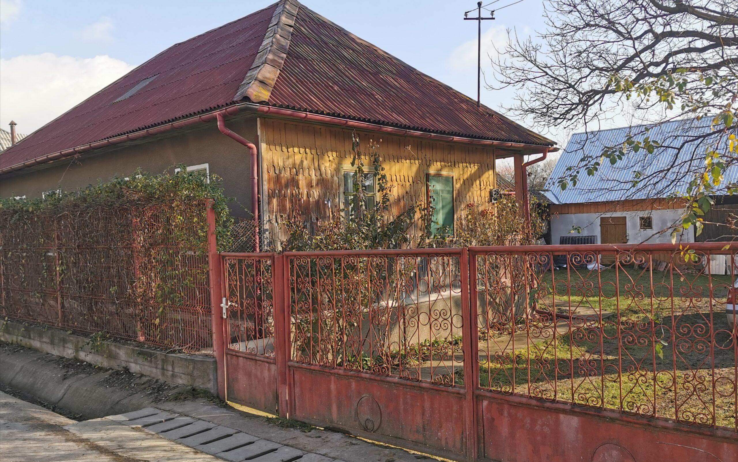 Teren intravilan 56,6 ari cu casa de locuit si anexe Josenii Bargaului